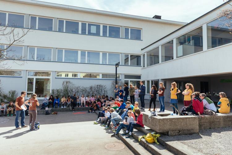 Im April 2015 fand das Pilotprojekt für Mondopoly@schule&kultur in Oetwil statt.