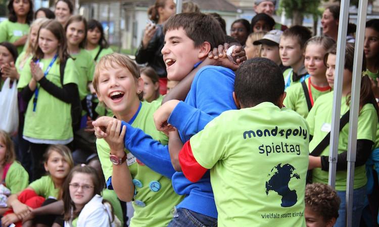 Im Herbst 2010 organisierte Mondopoly das erste Begegnungsspiel in der Stadt Zürich.